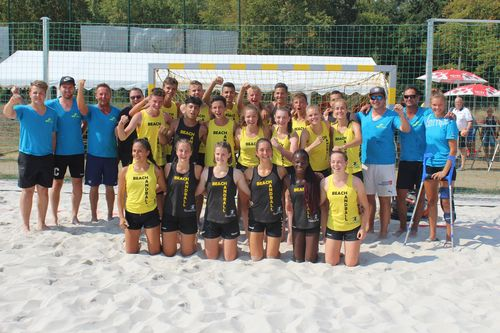 Weibliche HBW-Mannschaft Deutscher Jugend-Vize-Meister im Beachhandball - Männliche Auswahl Vierter